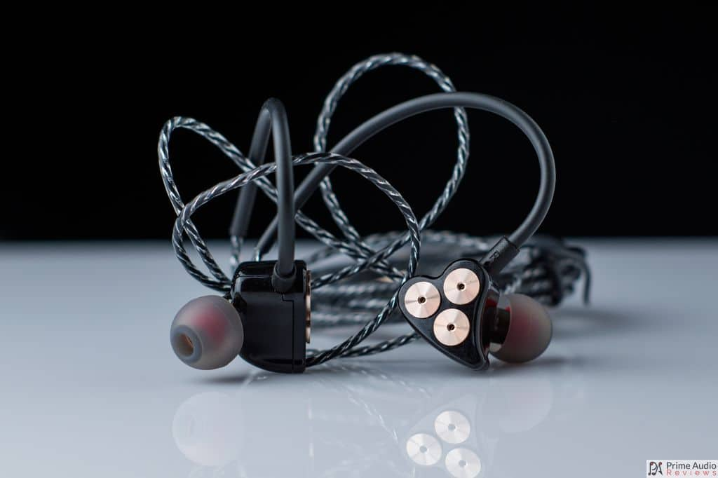 BOT1 earphone black bg