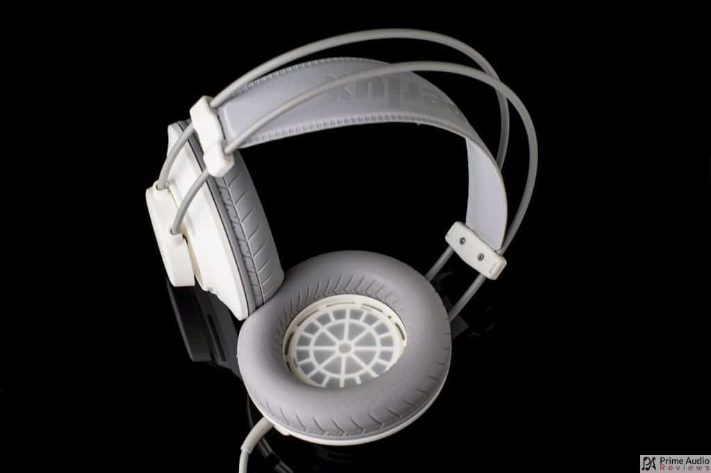 Superlux HD672 twisted view