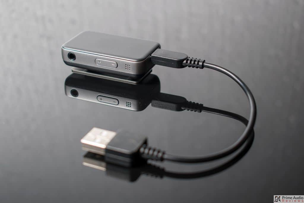 Earstudio ES100 with USB cable