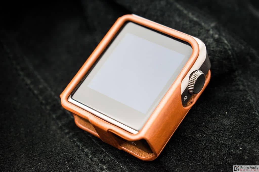 Shanling M0 with leather case