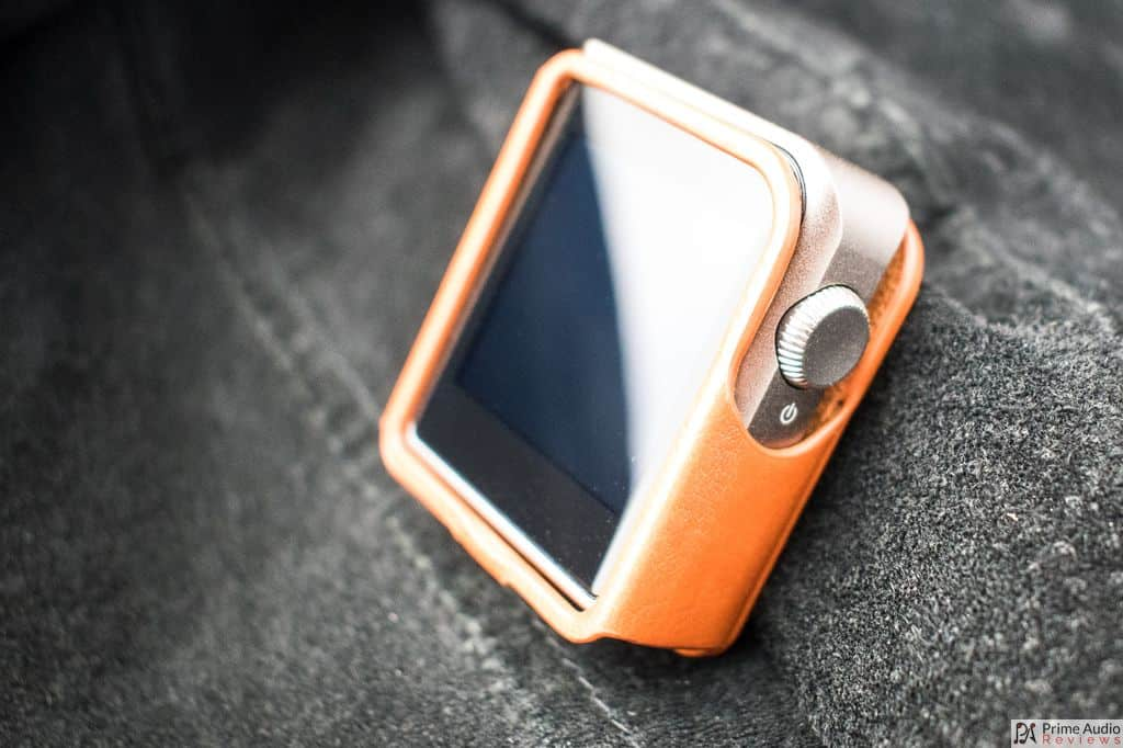 Shanling M0 with brown leather case