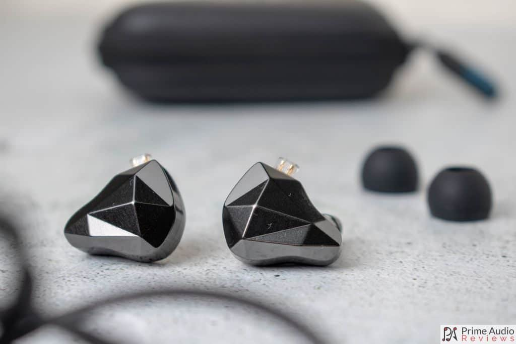 Yinyoo Topaz with eartips and case