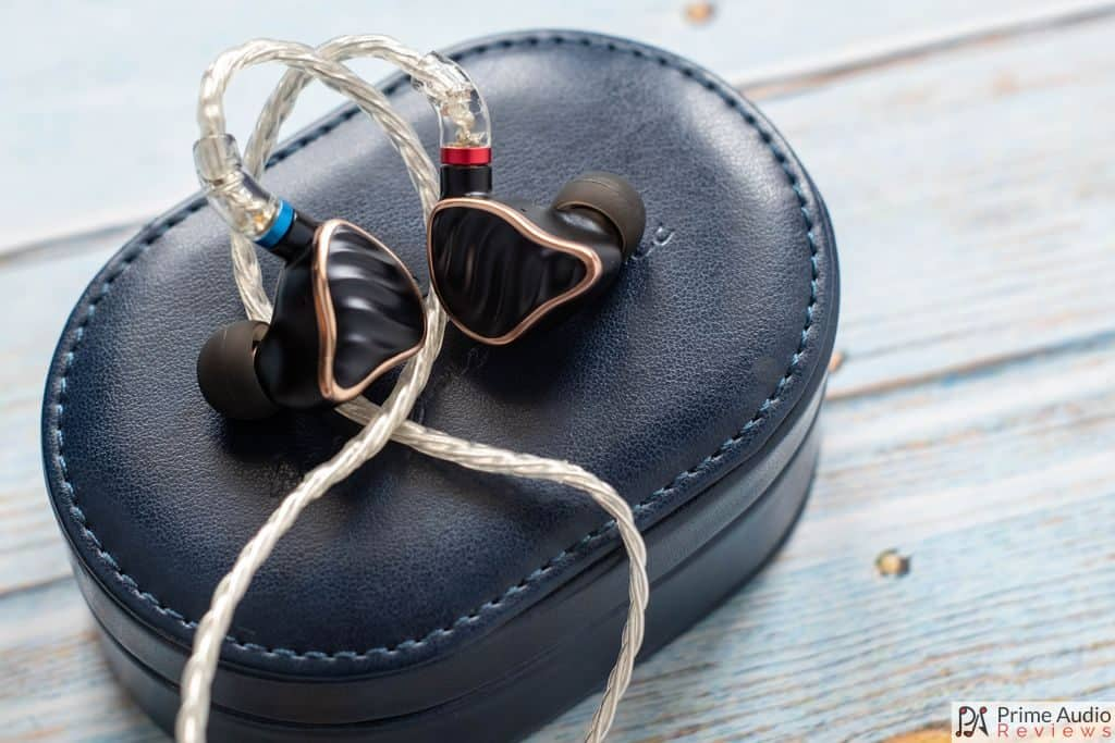 FiiO FH7 with carrying case