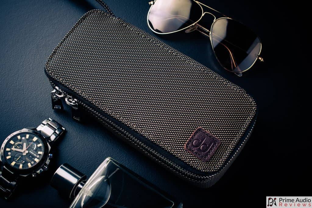 First look at the carrying case
