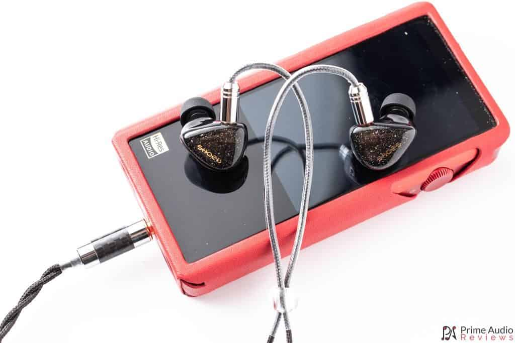 Earphones with Shanling M5s DAP