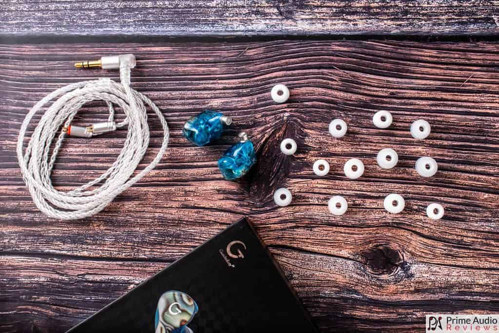 Included accessories and tiny eartips