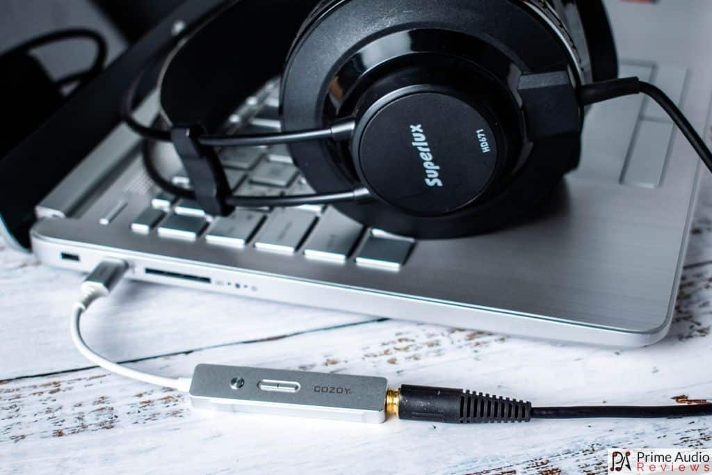 TAKT C with headphones and laptop