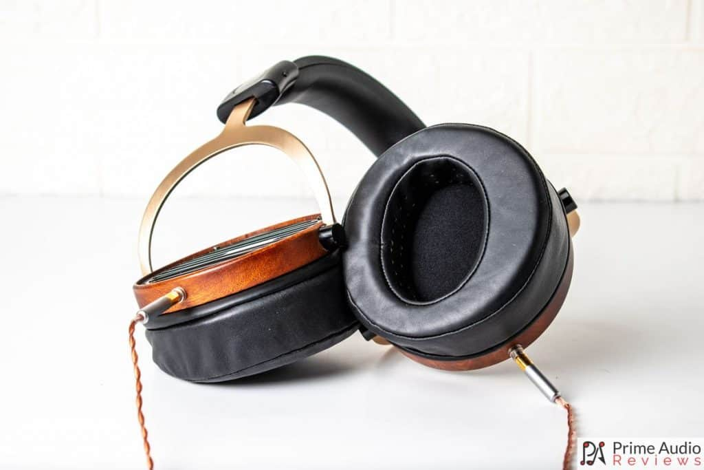 Headphones twisted with inner earcup
