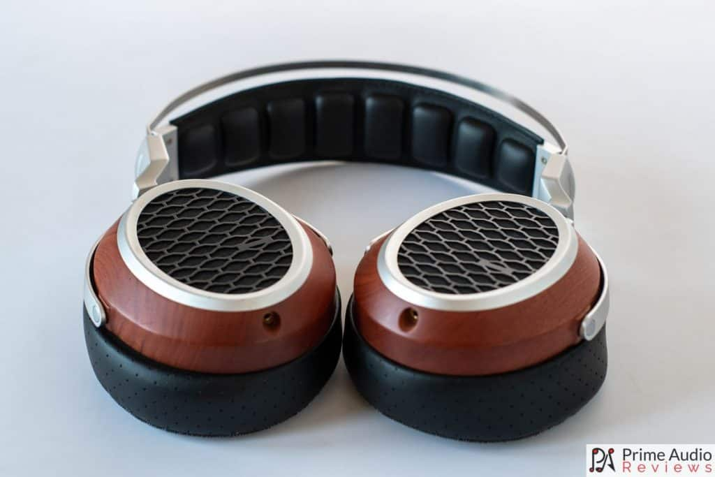 The BLON B20 earcups rotate 90% in both directions