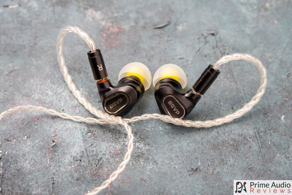 BGVP DN2 shells with cable attached and large bass eartips