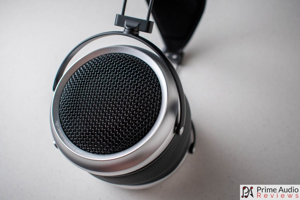 Profile of the iBasso SR2 earcups