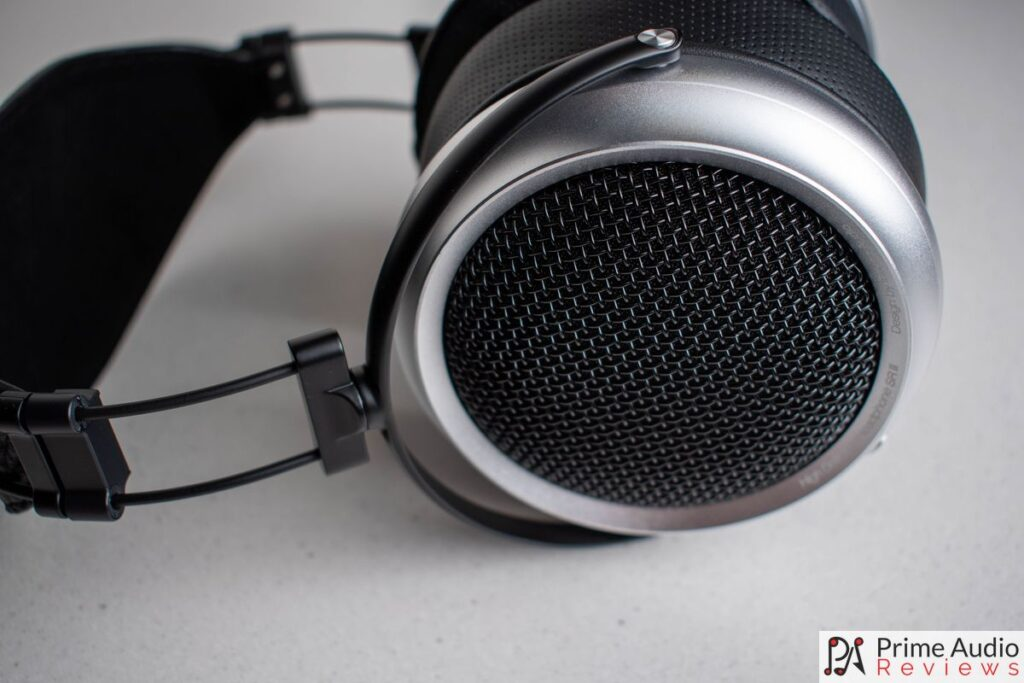 The iBasso SR2 earcups with metal mesh grill