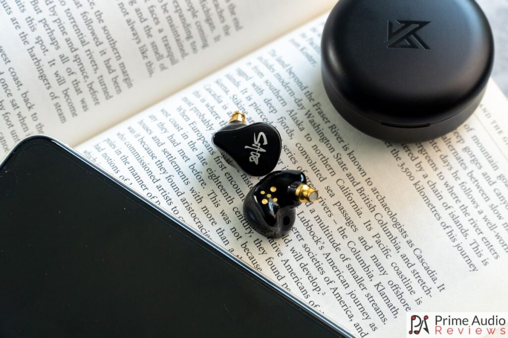 KZ SA08 TWS earphones with mobile phone and charging case