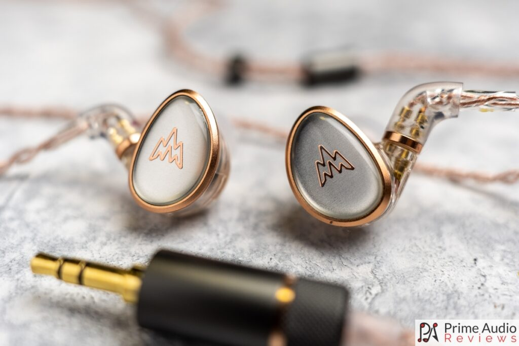Whizzer HE01 earpieces and 3.5mm plug