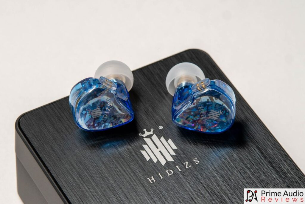 Hidizs MS2 earpieces with carrying case