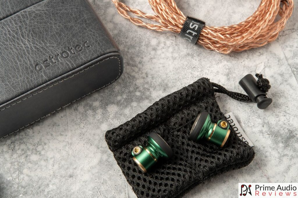 Astrotec Lyra Nature Limited Edition with mesh pouch, copper cable and carrying case.